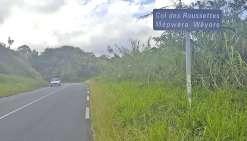 L'accident s'est produit samedi au col des Roussettes, près de la tribu de Coula. Les secours ont retrouvé la voiture plusieurs mètres en contrebas de la route.