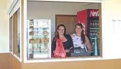 Un snack ouvre à Basse-Poya