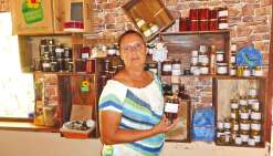 Nadia Baronnet, maîtresse des lieux est bien connue pour son hospitalité et sa cuisine  savoureuse et généreuse.