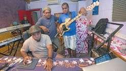 A Mangrove, Edou retrouve  le tempo du travail en studio