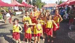 Les danses tahitiennes au marché