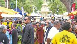 Grosse affluence pour le Jeudi de  la province Nord place des Cocotiers