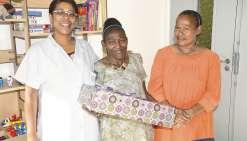 Gessie a reçu un ordinateur portable grâce à une campagne de levée de fonds par SMS de l'association Les petits pansements du cœur.