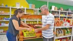 Terrasse, bio et épicerie fine dans le même magasin