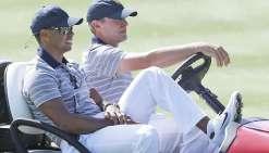 Tiger Woods passe de l'autre côté du club