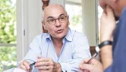 Thierry Lataste, haut-commissaire de la République et Édouard Wong-Fat, directeur général de la Société générale et président de la Fédération bancaire française en Nouvelle-Calédonie, ont signé l'accord le 1er septembre.