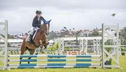 Koné, Koumac, Bourail, Mont-Dore, Dumbéa ou encore Tontouta, la Semaine du cheval est l'occasion de rassembler tous les cavaliers du Caillou autour du championnat territorial de saut d'obstacles. Un événement que ne manquent pas les plus jeunes, comme Gar
