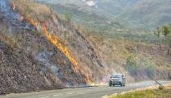 Kouaoua cernée par les flammes