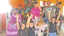 Un coup de main  pour le sapin de Noël