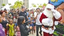 Plus de 1 300 enfants rassemblés autour du père Noël