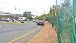 La mairie s'entoure d'une clôture