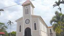 L'église prend  des couleurs