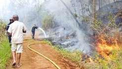 Les flammes qui ont dévalé la montagne se sont approchées à quelques mètres de nombreuses habitations du lieu-dit « patte d'oie ». Les sapeurs-pompiers ont ainsi été contraints d'effectuer une « mise en défense » des maisons.