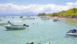 Les bateaux jettent l'ancre en pleine zone de baignade