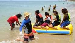 Malgré le ciel gris, Nouméa plage  séduit environ 500 personnes par jour