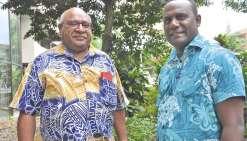Peter Eafeare (à gauche), actuel directeur général adjoint du GFLM, accompagné du Salomonais Ilan Kiloe, responsable des programmes politiques et sécurité du Groupe.
