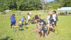 « Les adversaires ne doivent pas se bousculer », préviennent Anna-Kayna et Brenda, les organisatrices de l'atelier « chaise musicale ». Onze ateliers avaient été soigneusement préparés par 22 élèves en classes de 4e et de 3e. Ils n'ont rien laissé au hasa