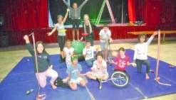 Les apprentis du cirque apprennent chaque jour quelques techniques avec Pascale.Photos E.J.