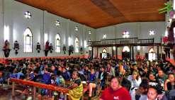 Un rituel quotidien avec la messe à Notre-Dame-de-l'Assomption et une demi-heure d'enseignement. Les 350 participants, venus de tout le pays, logeaient au village, accueillis dans les maisons communes où le gîte et le couvert leur étaient offerts.