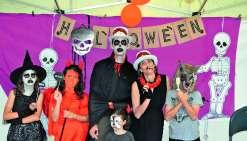 A l'image de cette famille, plusieurs parents ont joué le jeu et se sont déguisés à l'occasion de la deuxième édition d'animation d'Halloween, organisée par la Sem Mwé Ara en partenariat avec le Kiwanis club centre Ouest (KCO), sur le Domaine de Déva.
