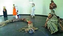 Cette année, le Festival Due Kahok était une édition consacrée aux arts et aux savoir-faire, avec pour thème la fibre sous toutes ses formes.  Dès 9 heures du matin et jusqu'à 22 heures, les exposants proposaient des ateliers gratuits au centre culturel,