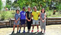 Elèves de CM1 à l'école Léonie-Avril, Rubèn, Léon, Gahyah, Boaoré et Maya (de gauche à droite sur l'image) sont fiers de leurs résultats.Photo K.M.