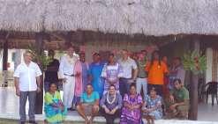 Le directeur du centre de vacances, Lilian Morer (à gauche), a organisé une petite cérémonie de remerciement. Photo DR