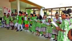Les enfants ont reçu un accueil très chaleureux de la part des aînés. Ils ont chanté des chansons de Noël, accompagnés par l'ensemble  des résidents. Les jeunes filles ont aussi présenté un spectacle de danse.