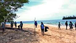 Une marche de plus de 6 kilomètres à travers la forêt, le plateau et le long de la plage  a enchanté élèves, parents et enseignants. Photo DR