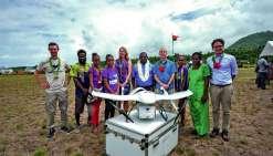 Les premiers essais ont eu lieu depuis l'ancienne piste d'atterrissage de Takara sur l'île d'Efaté du Nord. S'ils sont jugés réussis, les premières livraisons pourraient avoir lieu dès le début de l'an prochain. Unicef