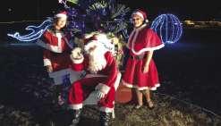Le père Noël semblait heureux de revenir quelques jours après Noël à Voh. Photos K.B.
