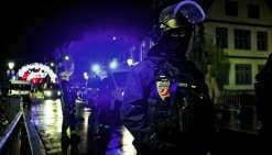 Les Gilets jaunes disent avoir massivement recours aux réseaux sociaux et aux sites de vidéos en ligne, où circulent ces théories. Parmi celles-ci, l'attentat de Strasbourg, qui serait un « contre-feu ».Photo AFP