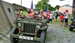 Durant toute la journée, grâce aux bénévoles de l'association du Jeep Army club, le public a pu faire des tours à bord de la mythique jeep américaine. Que du bonheur pour les anciens comme pour la jeune génération. Cette animation a eu énormément de succè