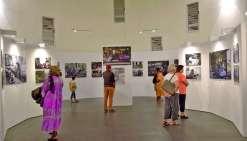 Après la coutume effectuée par Claude Beaudemoulin et Xavier Berton, les deux photographes de l'exposition Cafédonien, les visiteurs ont pu profiter de leurs photographies, mais aussi parler, échanger et partager avec eux. « Puisque nous avons tenté de dé