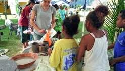 Plusieurs ateliers ont été mis en place. Le travail de la poterie a séduit les plus jeunes. Photos I. P
