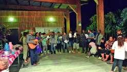 « La chorale du Conservatoire a repris ses cours cette année, a expliqué au micro Gilbert Gorohouna, administrateur du centre culturel de Koné. Comme le thème de l'année est le voyage, nous vous proposons ce soir six morceaux, avec des chants d'Afrique, d