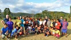 Les filles du CSB section rugby ont eu la chance de pouvoir participer à un entraînement encadré par Fabrice Estebanez et Philipe Rouge-Thomas. Photo N.B.