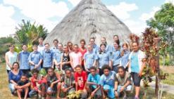 Des jeunes Kiwis viennent  découvrir la région