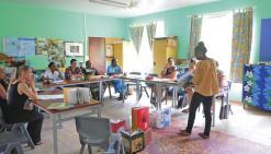 Les enseignants poussent les enfants à faire des histoires
