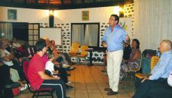 Gomès en réunion à la Ouenghi