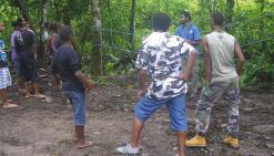 Les collégiens sur le terrain  avec Dayu Biik