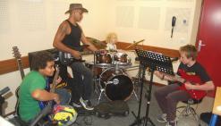 Ils apprennent à jouer de la musique autrement