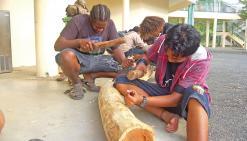 Les sculptures prennent place au lycée de Poindimié