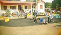 « La grande lessive » à l'école  avant les vacances