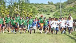 Cinq cents enfants dans les starting-blocks au champ de foire