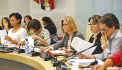 C\'est autour de Philippe Dunoyer (premier à droite) et de Sonia Lagarde que les problèmes se cristallisent, au sein du conseil municipal. Une répercussion de la cassure entre la députée-maire et Philippe Gomès à l\'échelon territorial.