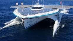 Un bateau solaire en escale