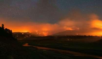 Canicule: les incendies font rage dans l'Ouest du Canada et en Californie