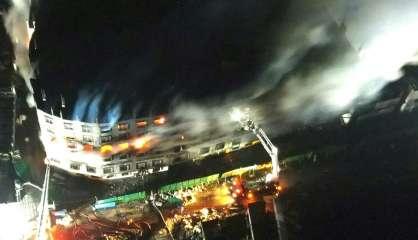 Plus de 50 morts dans le gigantesque incendie d'une usine au Bangladesh
