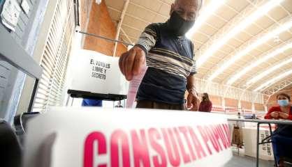 Mexique: faible participation au référendum pour juger d'ex-présidents pour corruption